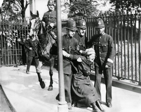 Suffragettes vs. Police (10)