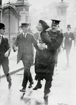 Suffragettes vs. Police (16)